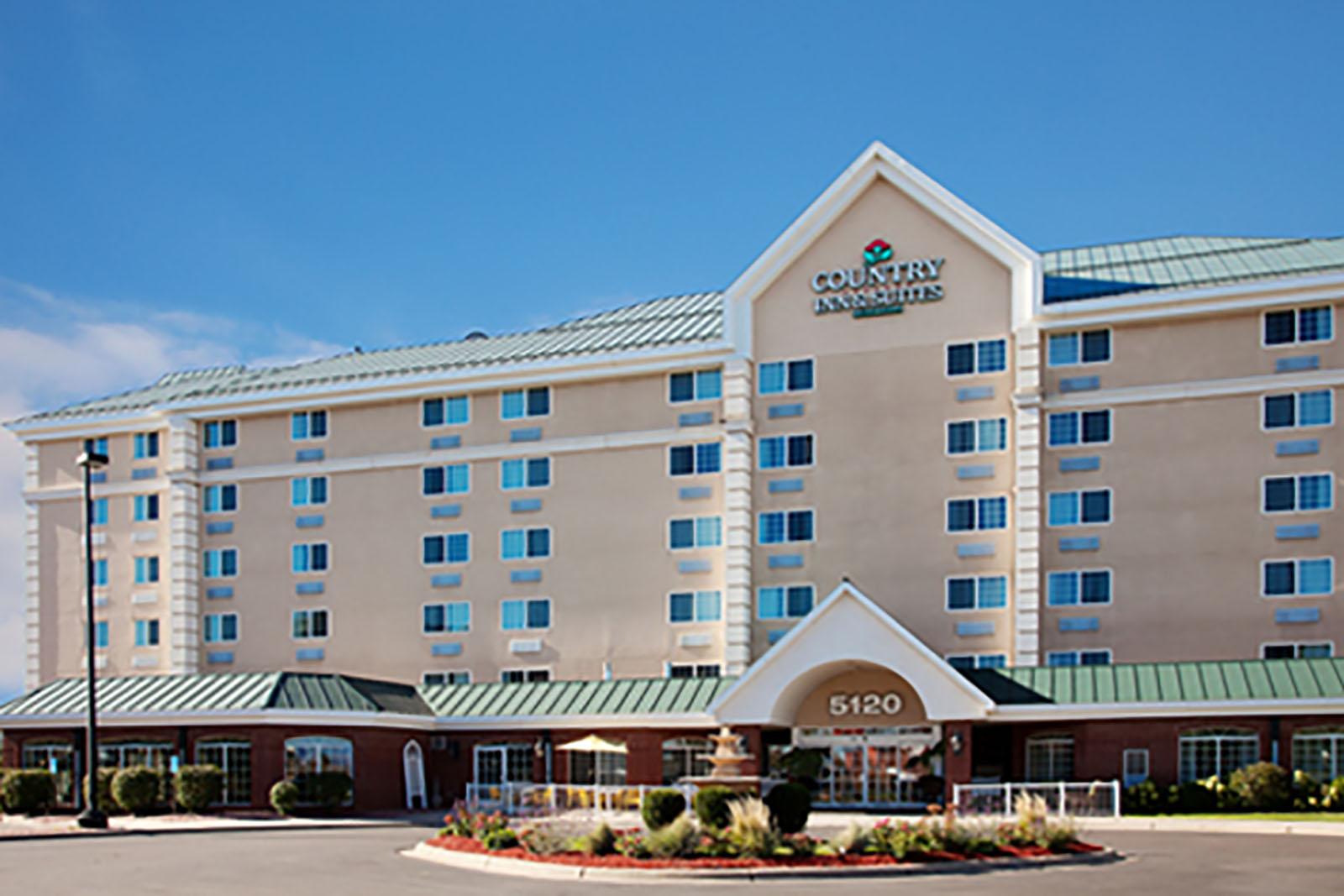 country inn suites bloomington west hotels in. Black Bedroom Furniture Sets. Home Design Ideas