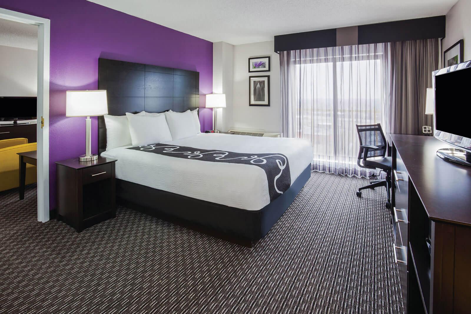 La Quinta Inn Amp Suites Bloomington West Hotels In