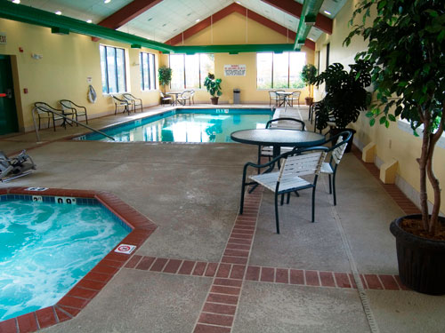 Quality Inn & Suites Pool