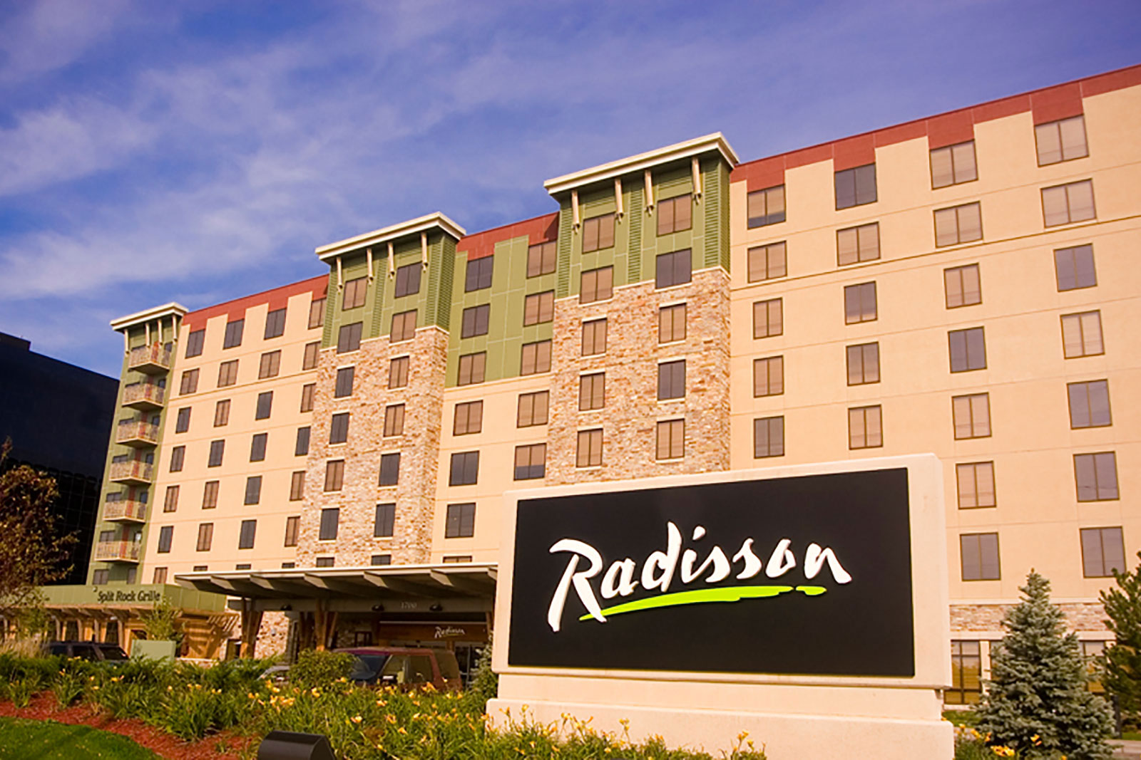 Radisson hotel bloomington by mall of america for Radisson hotel